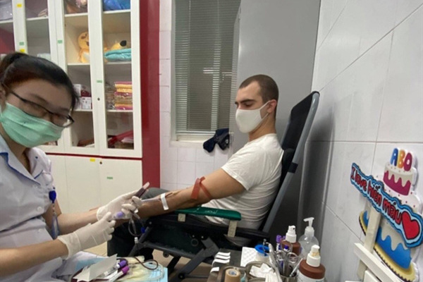 Hanoi expats donate blood during pandemic
