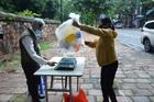 Phiên chợ đặc biệt đổi phế liệu lấy thực phẩm ở Hà Nội