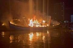 5 tàu cá đang neo đậu ở cảng cá Quy Nhơn bị thiêu rụi trong đêm