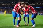 Atletico 2-2 Liverpool: Ăn miếng trả miếng