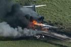 Video máy bay Mỹ cháy thành tro, 21 người thoát trong gang tấc