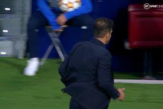 Simeone tức giận không bắt tay Jurgen Klopp