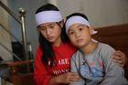 Cha mẹ đột ngột qua đời, hai đứa trẻ bơ vơ bên ông bà tàn tật