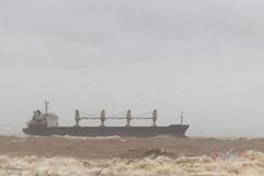 Tàu hàng cùng 20 thuyền viên mắc cạn ở biển Quảng Trị