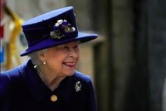 Lần đầu tiên trong nhiều năm, Nữ hoàng Anh phải ở bệnh viện