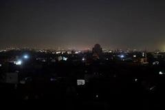 Nổ lớn 'thổi bay' cột điện cao thế, thủ đô Afghanistan chìm vào bóng tối