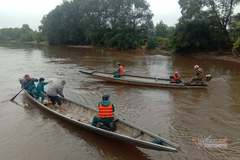 Bố cùng con trai 8 tuổi ở Quảng Trị rơi xuống sông tử vong