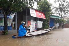 Hồ đập đồng loạt xả lũ, nhiều xã ở TT-Huế chìm trong biển nước