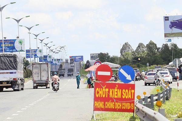 An Giang hạn chế người dân ra đường buổi tối, Vĩnh Long tháo chốt kiểm dịch