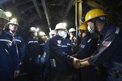 Phó Thủ tướng Lê Văn Thành xuống hầm mỏ, động viên công nhân ngành than