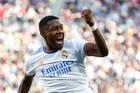 Alaba ghi tuyệt phẩm, Real Madrid khiến Barca ôm hận