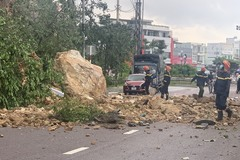 3 người đi xe máy chạy không kịp, khối đất đá núi Bà Hoả rơi trúng người