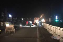 Xe máy kẹp 3 tông vào thành cầu, 2 thanh niên Hà Tĩnh tử vong