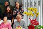 NSND Hồng Vân, Lê Tuấn Anh hạnh phúc bên bố mẹ