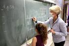 Lá thư ấm áp từ cô giáo Pháp và bài kiểm tra của học sinh Việt