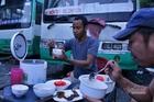 Tiếp viên uống nước mưa, sống trên xe buýt suốt 4 tháng dịch