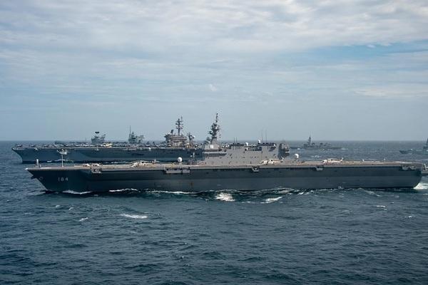 Hình ảnh tàu sân bay Nhật và Mỹ tập trận ở Biển Đông