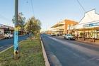 Giá bất động sản leo thang, thị trấn chơi lớn tặng đất 'miễn phí'