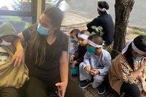 Hình ảnh chưa từng công bố sau 1 tháng ca sĩ Phi Nhung qua đời: Các con nuôi bơ vơ đội tang, nhìn cháu ngoại mà chạnh lòng!